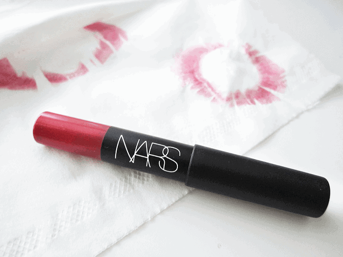 red lipstick nars velvet matte lip pencil cruella girllovesgloss.com