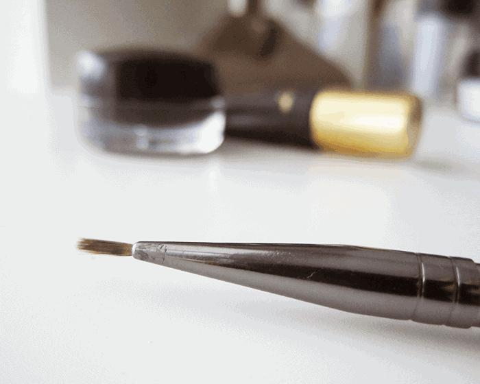 Winged Eyeliner Cat Eye Feline Flush makeup Brush