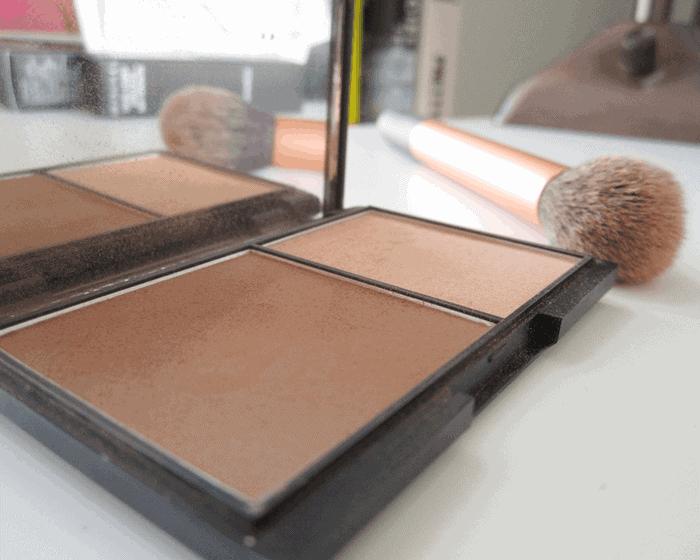 Sleek Contour kit in light
